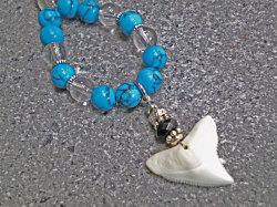 天然石がオシャレ★メジロザメ歯ストラップ【ハウライトターコイズ&水晶】